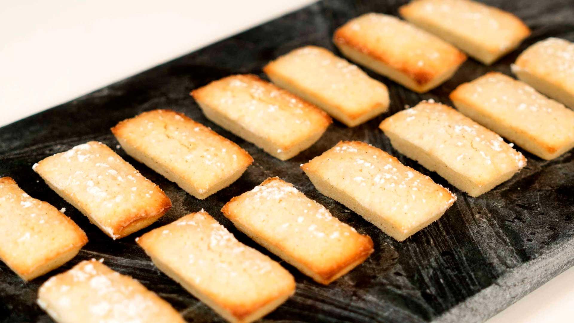 Financiers franske mandelkager   Små guldbarre af marcipan